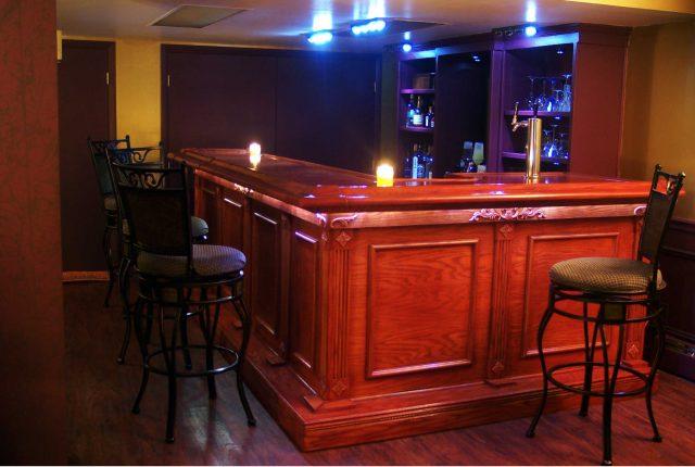 classic l-shaped home wet bar