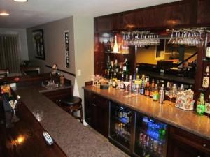 classic cocktail bar photo